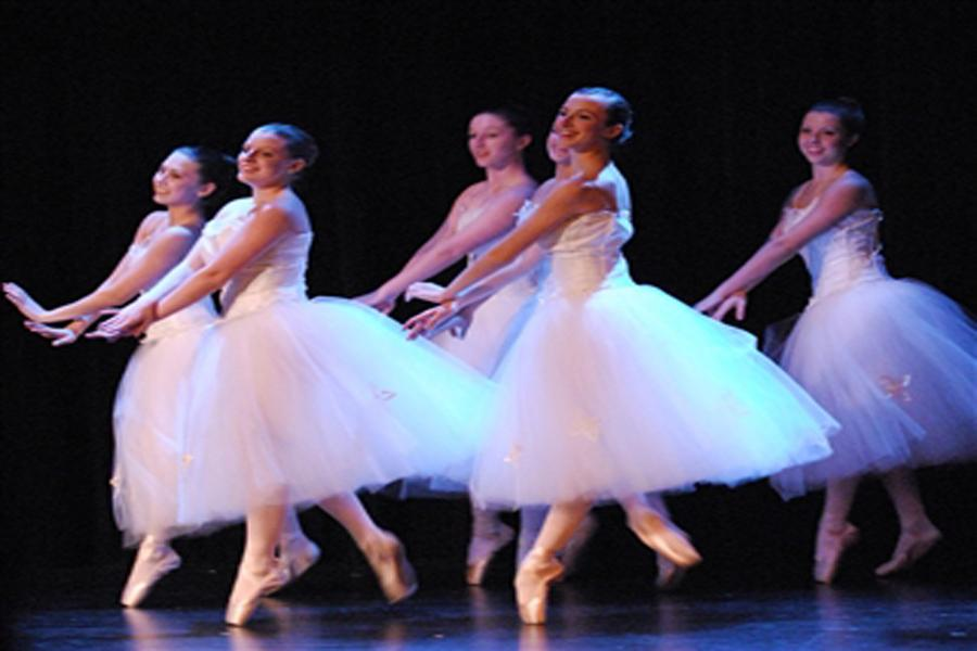 Dancers+perform+at+the+2012+FHS+Nutcracker+production.