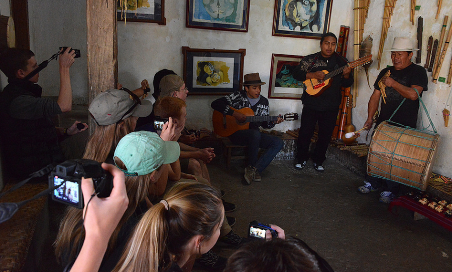 The+students+experience+traditional+Ecuadorian+music.+%0A