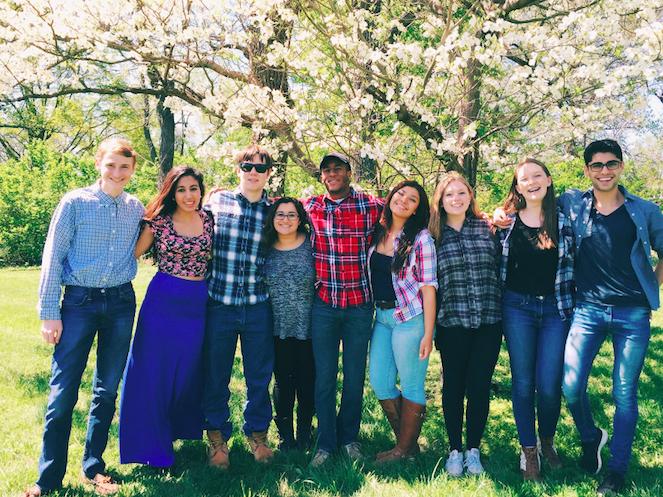 Students pose in Nashville.