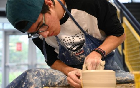 Huskies Participate in Empty Bowls with Enthusiasm